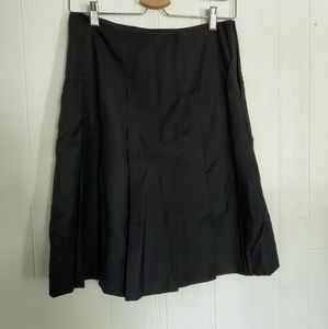 Banana Republic Black Pleated Skirt. Size 28×22